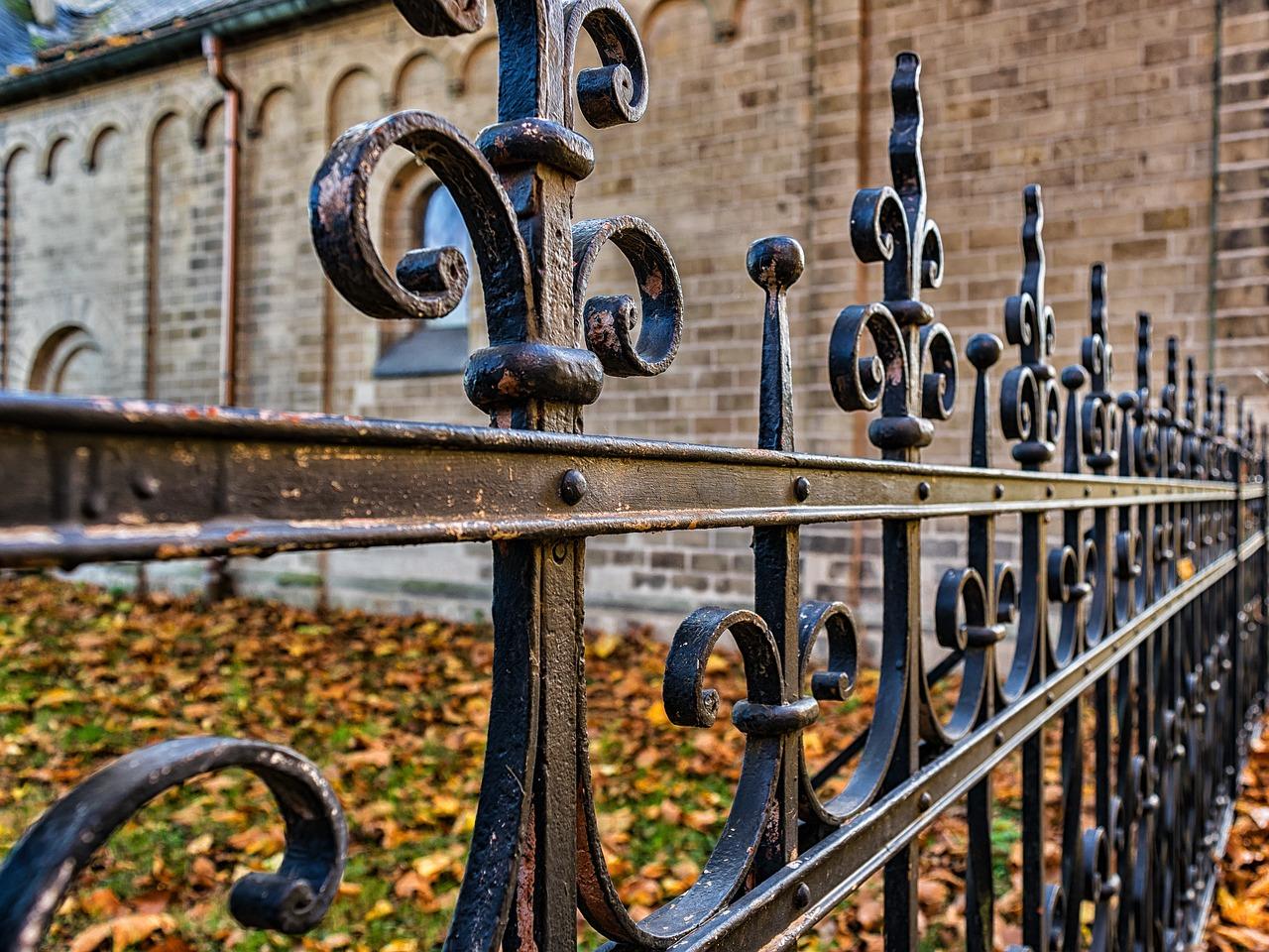 Grillage ou clôture, que choisir ?